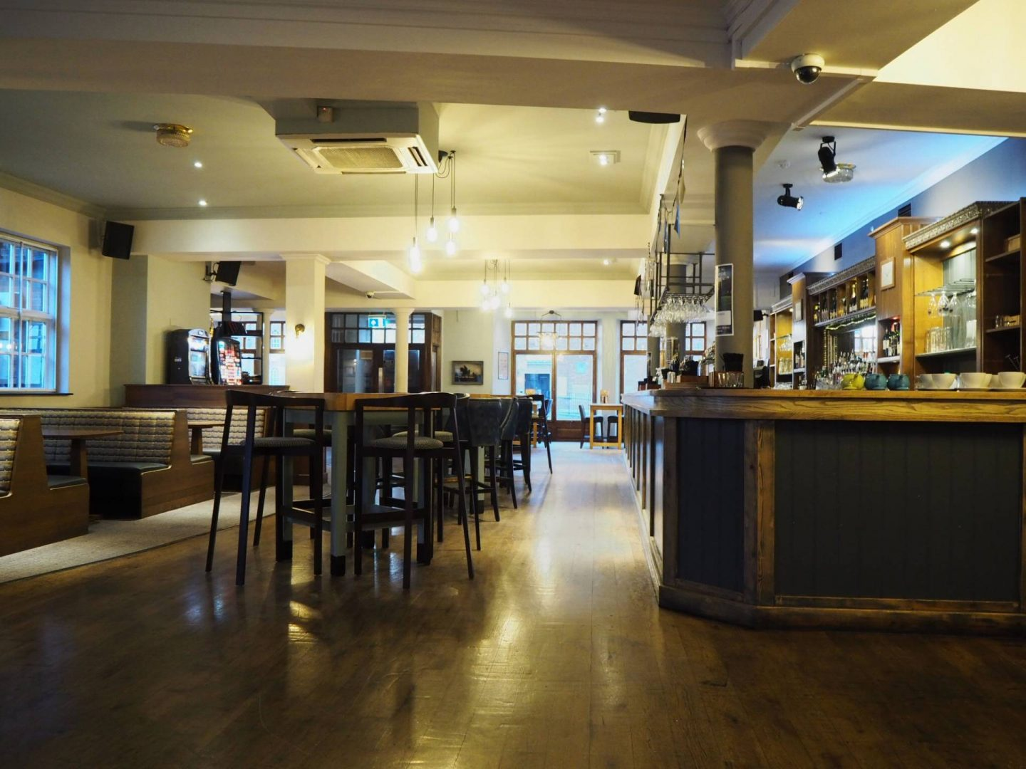 inside the white hart hotel bar and restaurant in newmarket